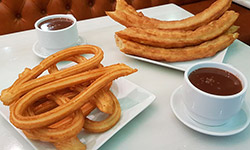Chocolate con churros y porras en Madrid.